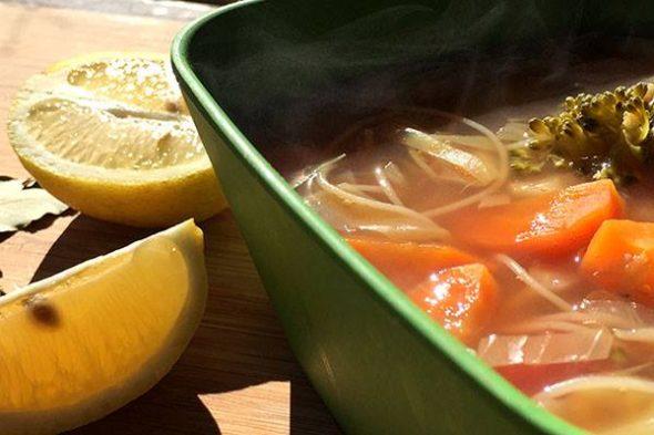 Οσπριάδα με noodles και λαχανικά